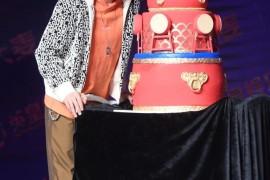 陈伟霆发布会这身够帅,橙色卫衣穿出时髦少年感