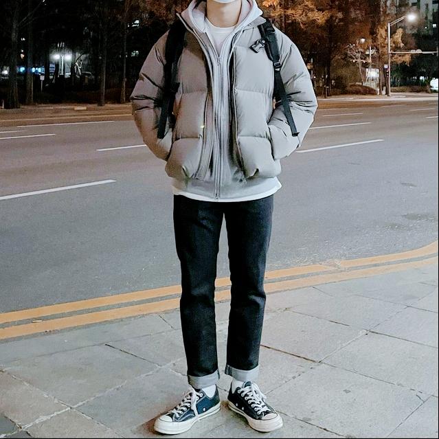 """男生冬天""""羽绒服""""怎么穿才不臃肿?选对裤子和内搭,帅气又显瘦"""